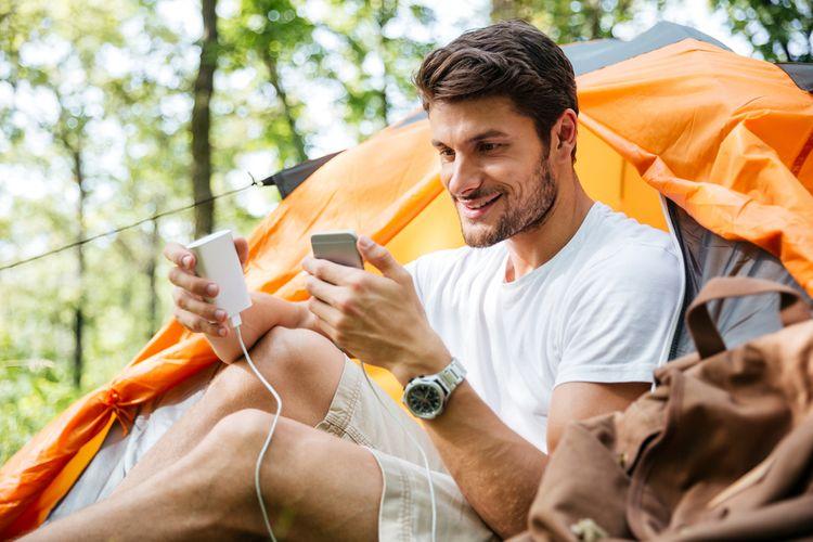 Nabíjení mobilního telefonu přes powerbanku