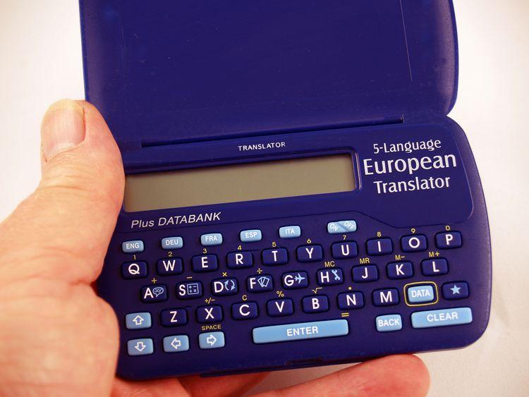 Modrý elektronický překladač do kapsy