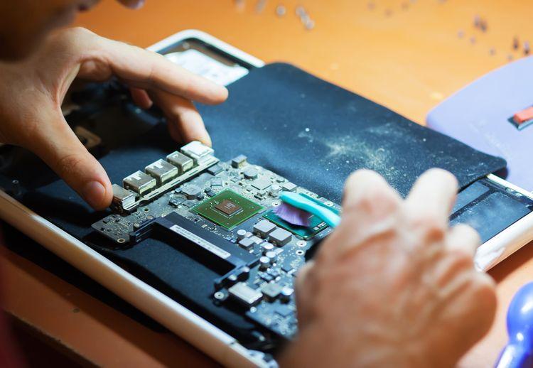 Čištění procesoru v laptopu