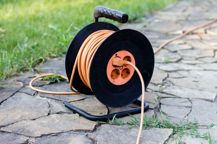 Prodlužovací kabel (30, 50, 100 m) na bubnu, s přepěťovou ochranou, s USB, pro venkovní použití. Jak vybrat?
