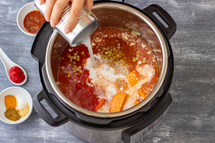 Elektrický hrnec na pečení, pomalé vaření i vaření rýže. Jak na vaření v multifunkčním hrnci?