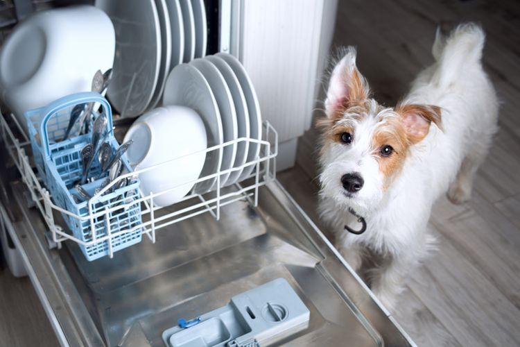 Naložená úzká myčka nádobí