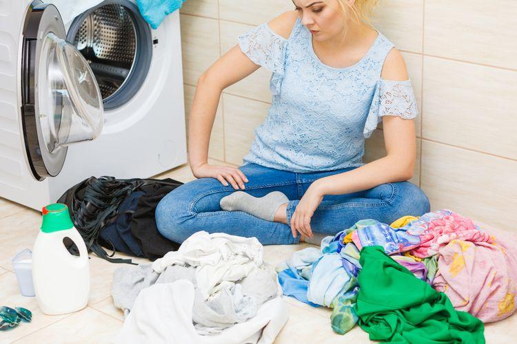 Třídění špinavého prádla podle barvy