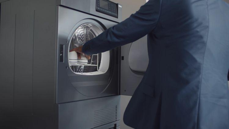 Sušení tenisek v sušičce prádla