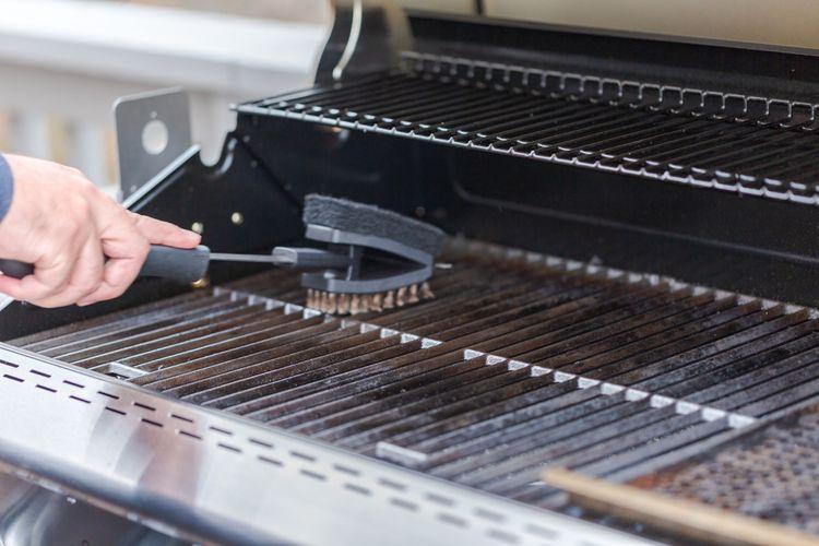 Jak vyčistit připálený plynový, elektrický gril a gril na uhlí, triky na čištění litinového roštu na gril