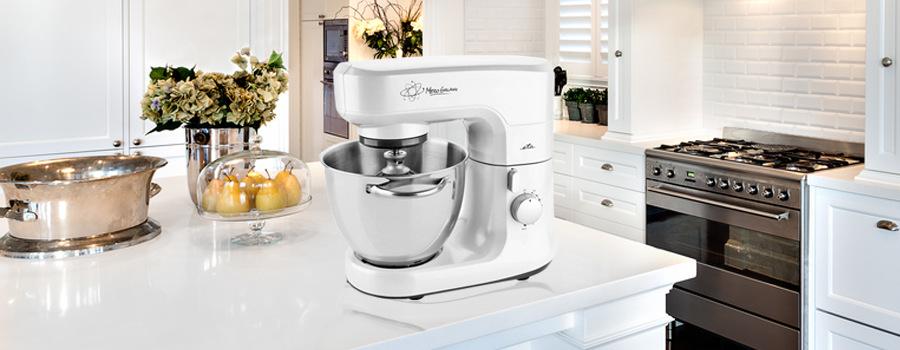 Bílý kuchyňský robot