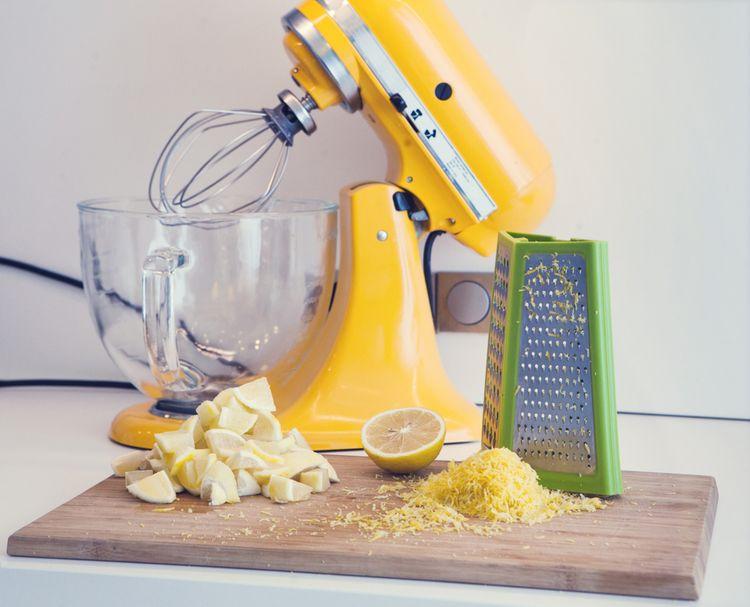 Žlutý kuchyňský robot