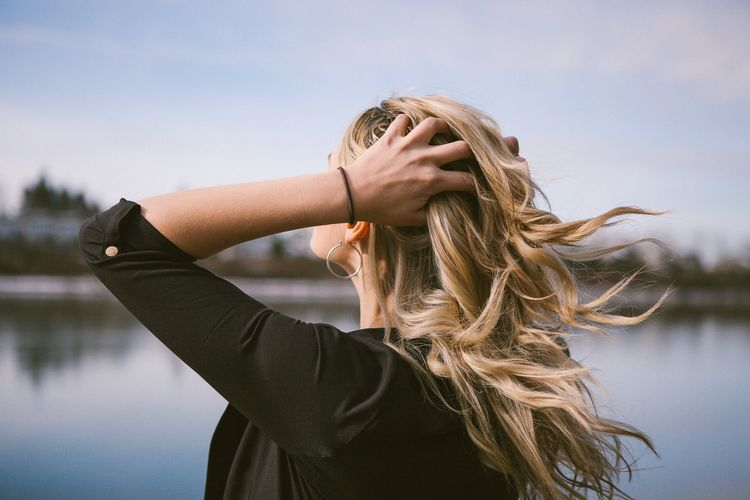 Kulmou upravený vlasy