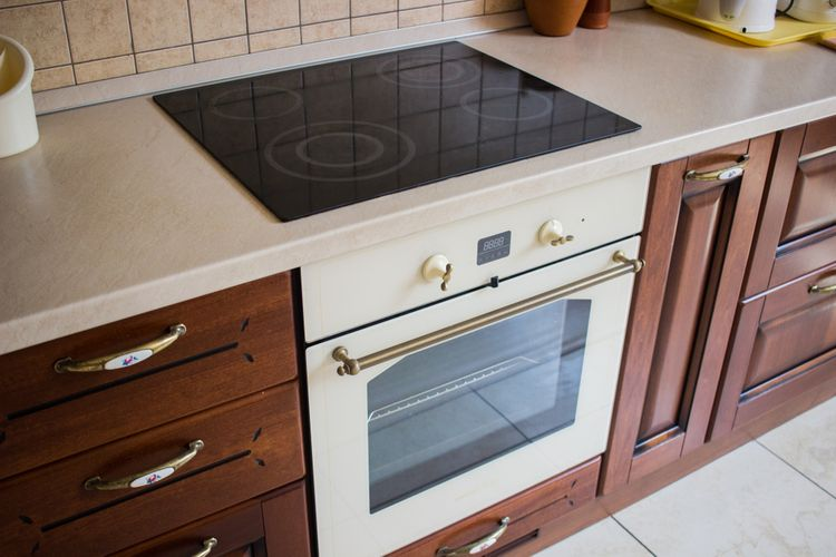 Jakou pečící troubu? Elektrickou Bosch, Mora nebo Electrolux