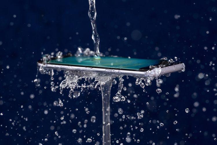 Voděodolný telefon