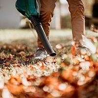 Nejlepší vysavač na listí a zahradní fukar? Benzínový nezklame