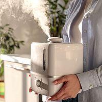 Suchý vzduch způsobuje kašel, chrápání i ucpaný nos. Jako zvlhčit vzduch pro miminko i dospělé?