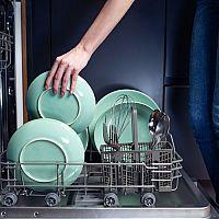 Výhody a nevýhody mytí nádobí v myčce
